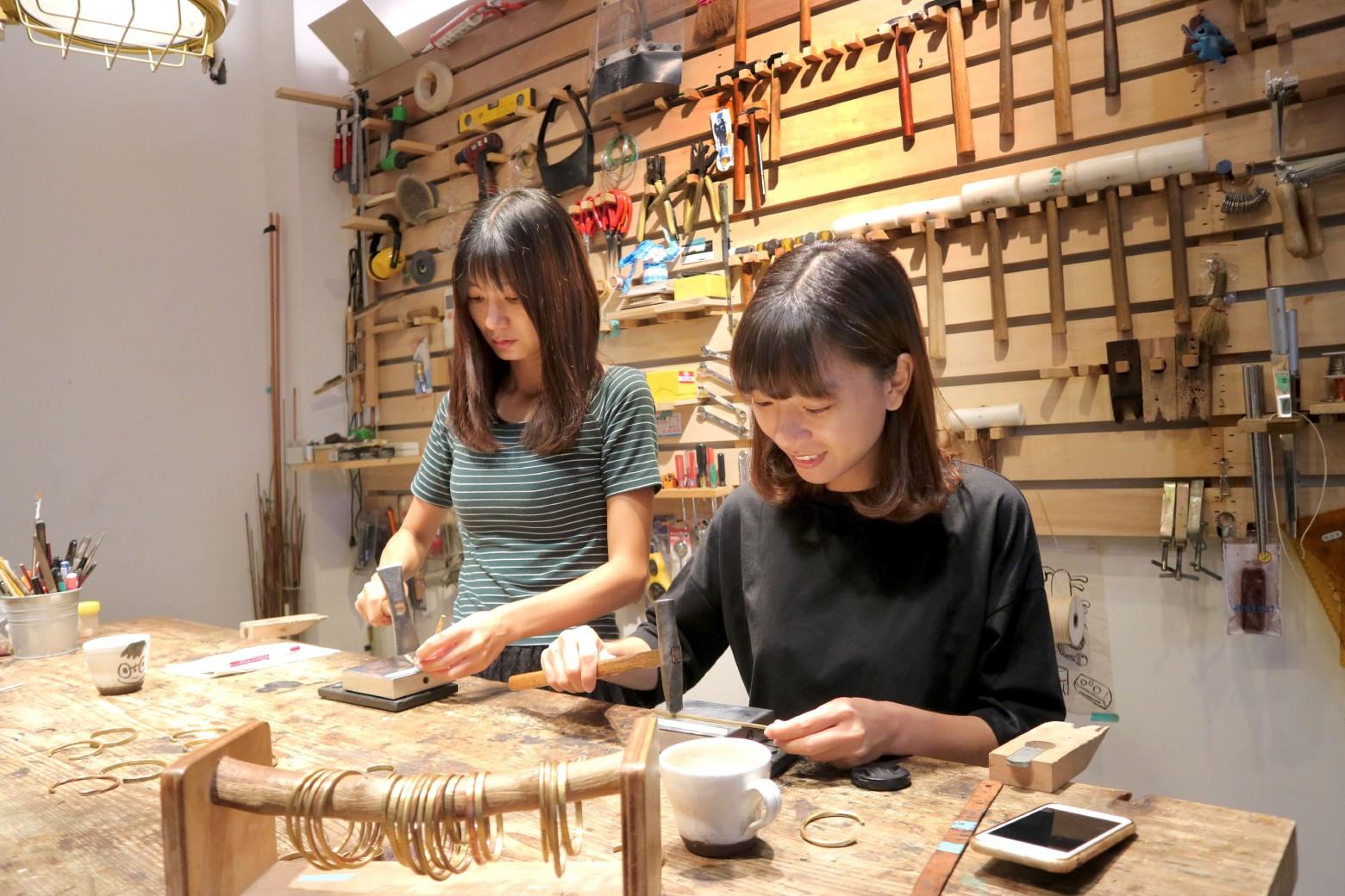 【台南|木梁作金工體驗】週末小約會!敲出專屬我們的銅手環